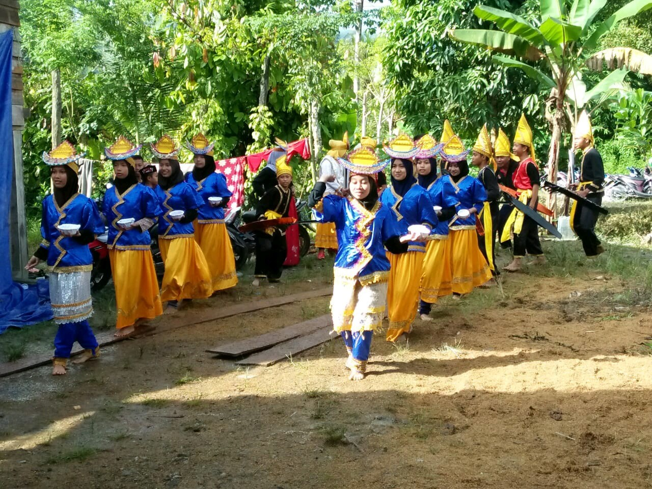Suguhan Tarian Moriringgo dari Suku To Padoe dalam Pesta Panen Padungku di Desa Manurung Luwu Timur