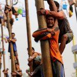 Sambut Hari Bhayangkara, Polres Lutim Gelar Lomba Panjat Pinang