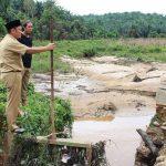 Wabup Irwan Pantau Tanggul Pembagi Air Yang Jebol